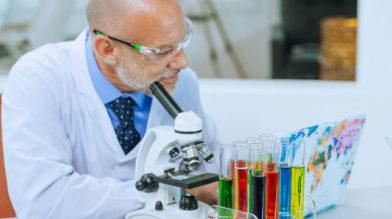Вакцина AstraZeneca и сгустки крови с тромбозами. Какую связь установили немецкие ученые?